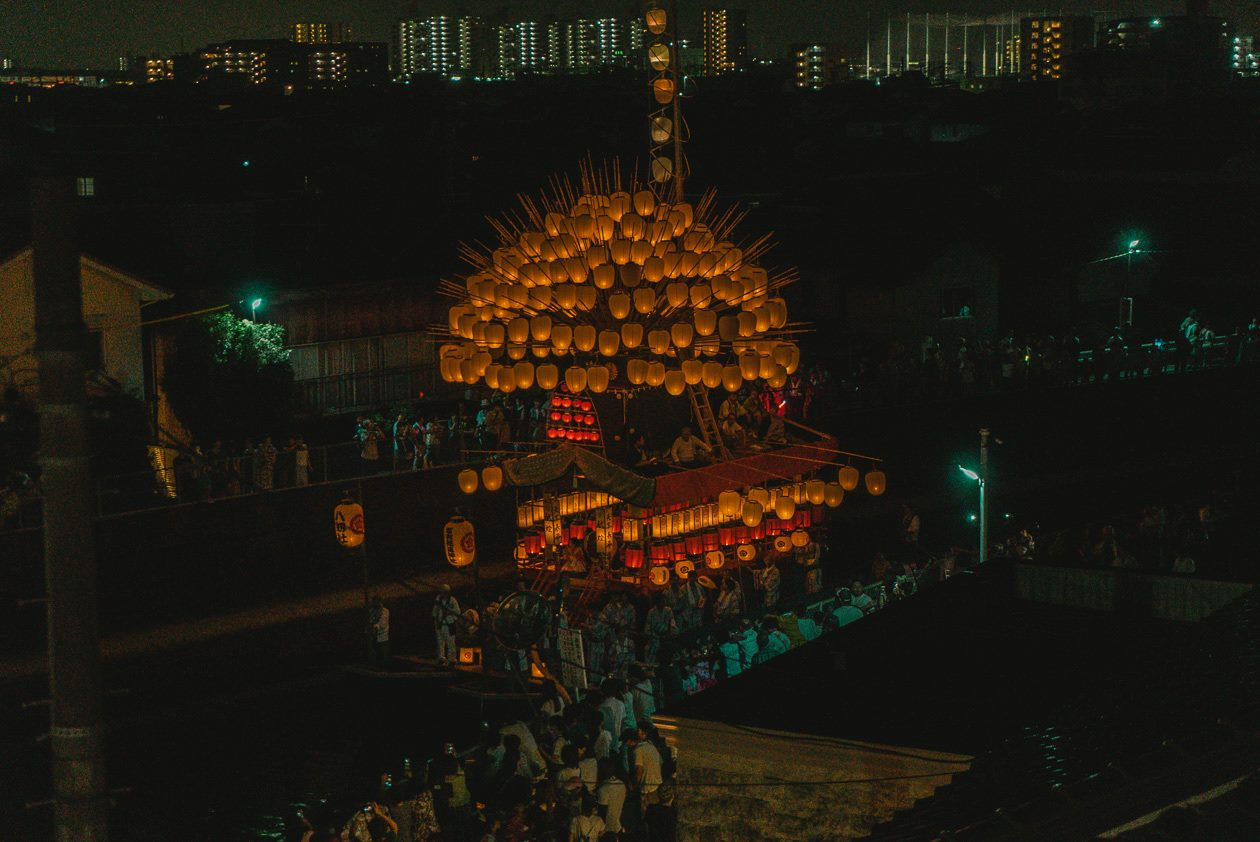 Scenery of the eve of a festival